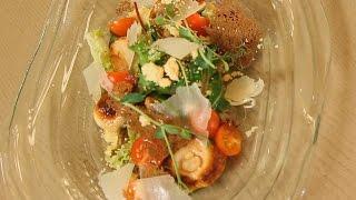 Салат с белыми грибами, кускусом и томатами черри