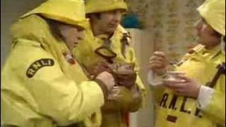 Monty Python - Lifeboat / Neighbourhood Watch