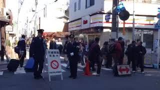 京都・東福寺へと向かう人の群れ、群れ、群れ 1 thumbnail