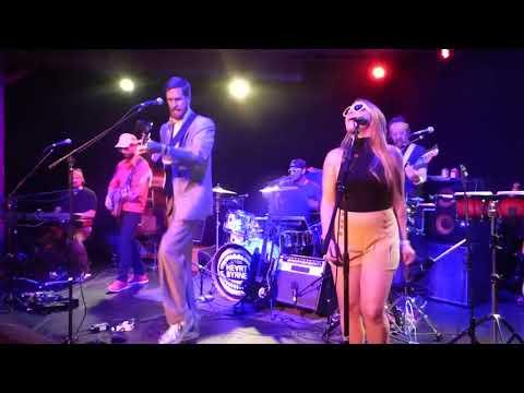 HeartByrne - Psycho Killer [Talking Heads tribute] (Houston 10.12.17) HD