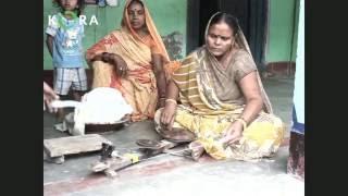 Kora- Hand spinning of ginned organic cotton fiber
