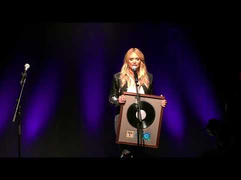 Miranda Lambert receives platinum plaque for The Weight of These Wings