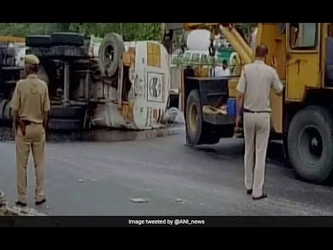 Oil Tanker Overturns | 20,000 Ltrs Petrol Spill |  In Delhi