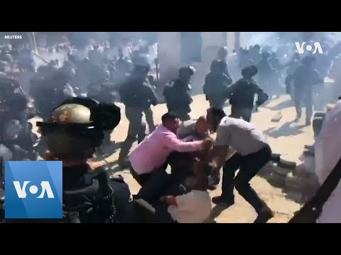 Israeli Police, Palestinian Worshippers Clash At Jerusalem Holy Site
