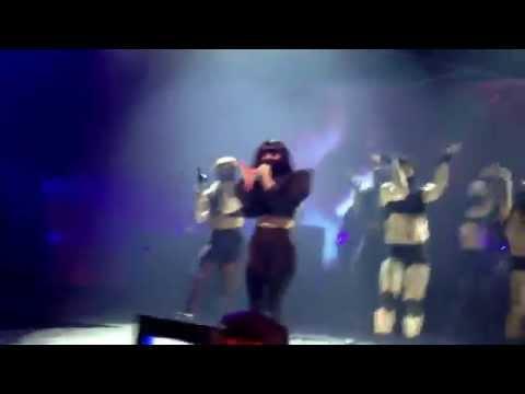 Lady Gaga - Aura - Live In London (iTunes Festival)