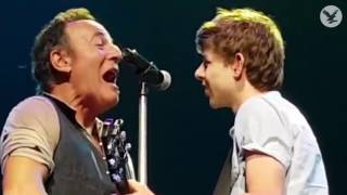 Bruce Springsteen brings young fan up onstage to perform 'Growin' Up' with him