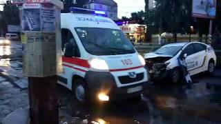 Видео Новости-N: В Николаеве полицейский автомобиль врезался в столб