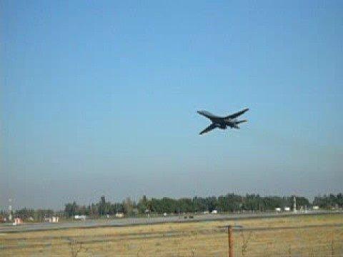 B-1 Bomber - Low Pass