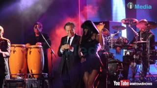 احلى بنات مع خوليو اجلاسيوس على المسرح فى مصر Julio Iglesias