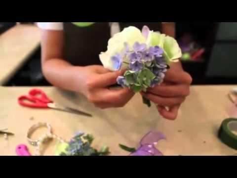 Браслет на руку из живых цветов своими руками