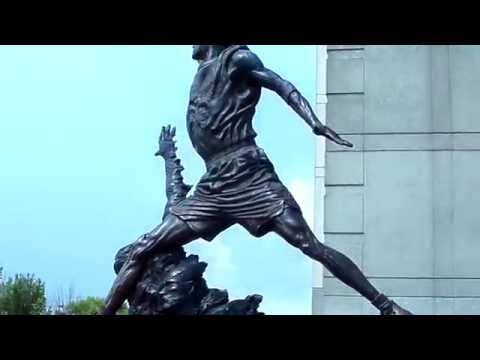 Michael Jordan Statue In Front Of United Center  7-28-16