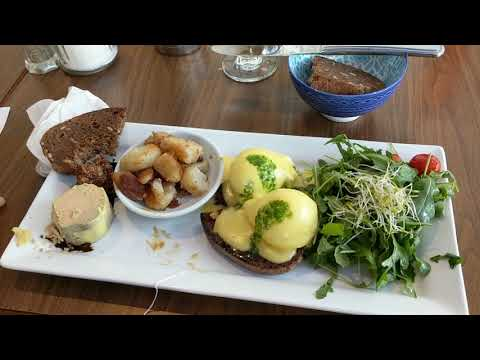2017/12/26 Eating brunch with my friends in Montréal, at Restaurant L'inconnu
