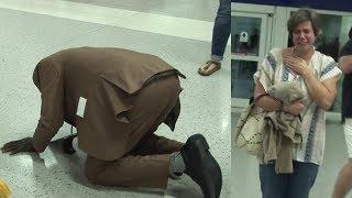 Все были шокированы, когда этот мужчина упал на колени, но потом они поняли, что случилось