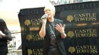 Jack Vidgen Singing Fly LIVE ( CASTLE TOWERS)