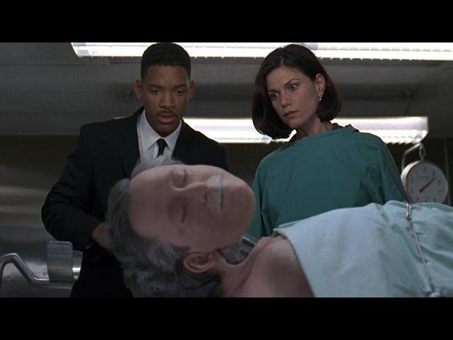 老人的整张脸像机器一样被打开,里面藏着外星王子,躯体只是代步工具,威尔·史密斯主演