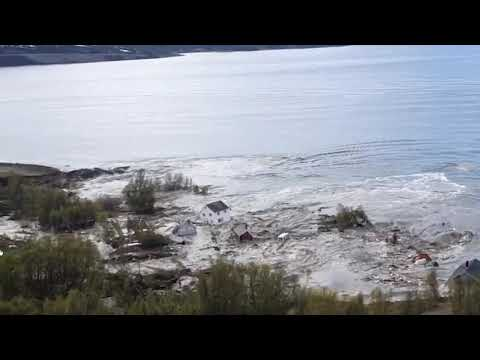 Incredible huge landslide. Houses floating into the sea. (Alta, Norway)