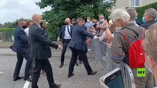 لحظة تلقي ماكرون صفعة أثناء زيارته جنوب شرق فرنسا