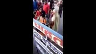 Meerut Girls fighting on street over a boyfriend