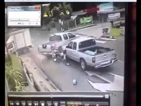 Kecelakaan motor di lampu merah