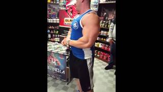 Robert Burneika w sklepie Gladiators supplements shop 2017 Video
