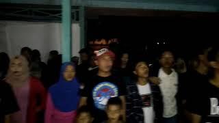Kegiatan SLANK FANS CLUB SEPAKU, menyanyikan lagu INDONESIA RAYA.