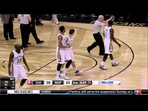 Anthony Davis hard fall after dunk: Chicago Bulls at New Orleans Pelicans