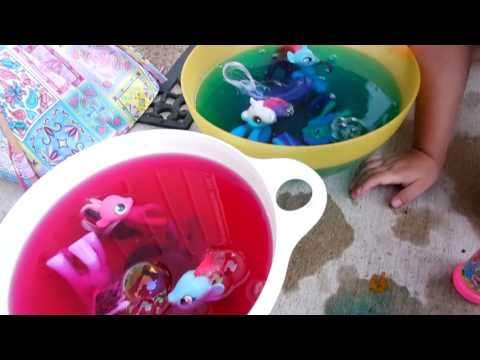 My Little Pony Pool Party- Ponies play in pink and blue water