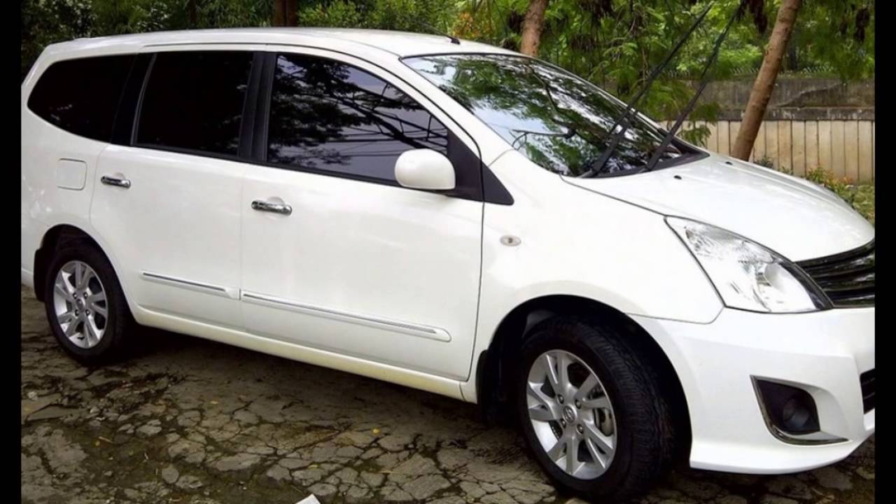 Gambar mobil grand livina putih