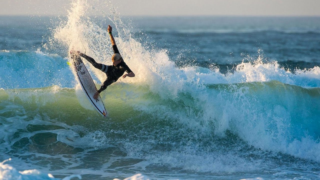 Kolohe Andino Heats Up Mexico with his Raw Freesurfing
