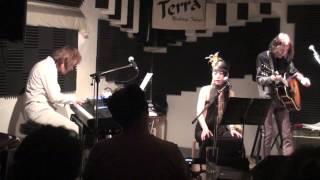 大久保治信(Piano)南明男(A.Guitar) Reebow(Vocal) プログレアコーステ...