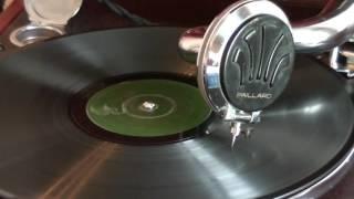 Смотреть клип песни: Александр Вертинский - Снился мне сад