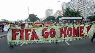 Adolf Hitler demonstriert an der Copacabana gegen die WM