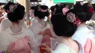 花傘巡行、綺麗な衿、宮川町舞妓 とし愛さん とし夏菜 2012.7.24. thumbnail