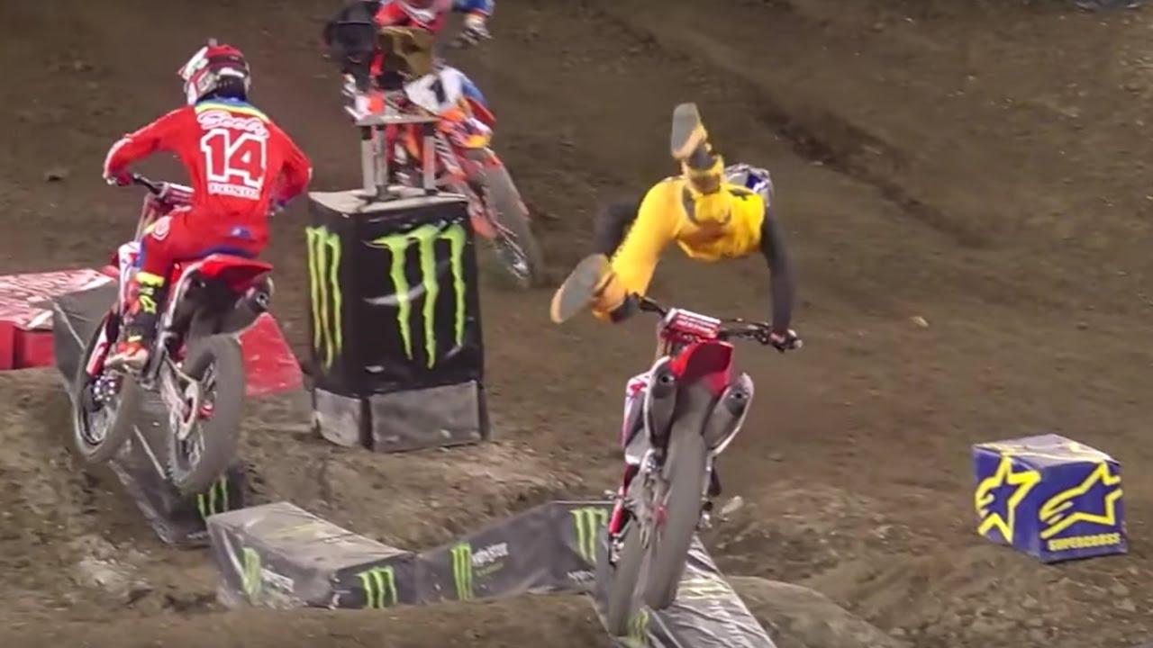 Ken Roczen Crashes Out Of Anaheim 2 Monster Energy Supercross 2017