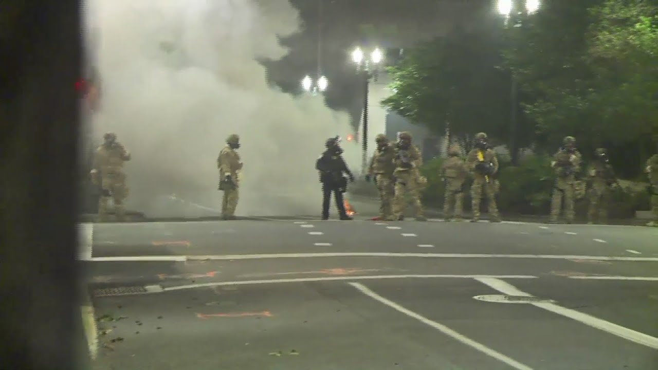 Raw video: Federal officers deploy gas in downtown Portland, July 16, 2020