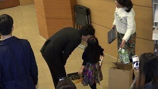 20161107 제5회 예그린 뮤지컬 어워드 꼬마한테 뽀뽀 받는 조승우