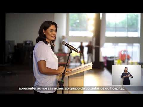 Assista: Michelle Bolsonaro visita Hospital de Barretos - Doando peruca da Ong fio de Luz !!