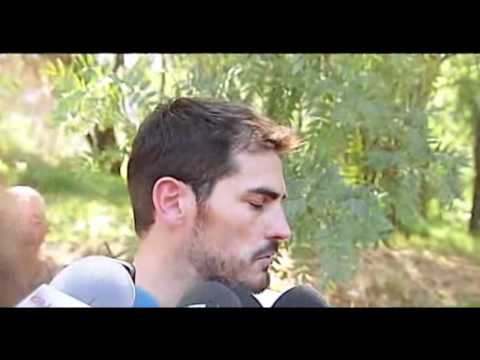 Mosca jode a Iker Casillas en una entrevista The Fly VS Iker Casillas Interview