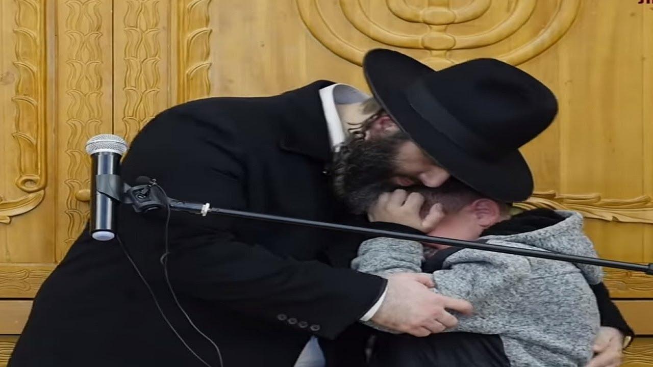 ☢ בול פגיעה - בכי קורע לב במהלך הדרשה, הילד הצדיק שריגש את הקהל בדרשה של הרב רונן שאולוב