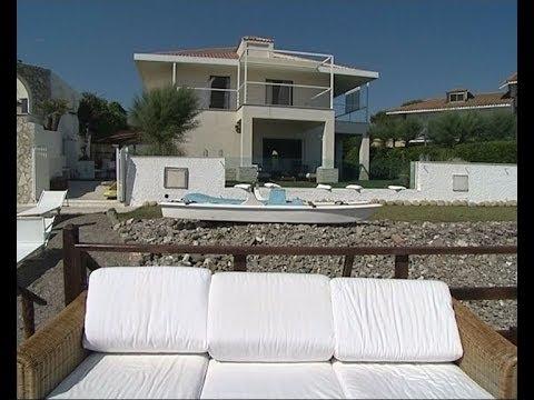 La ristrutturazione di una casa al mare youtube for Arredare una villa