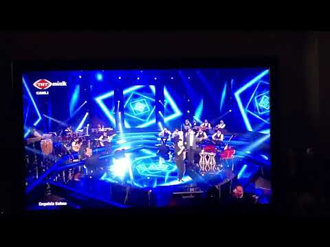 TRT müzikte canlı yayında rezalet..