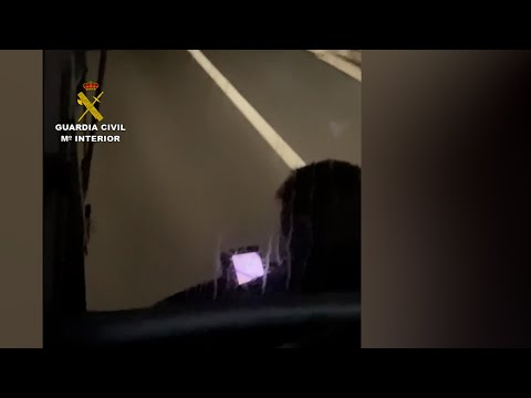 Un conductor de bus recorre más de 33 kilómetros usando el móvil
