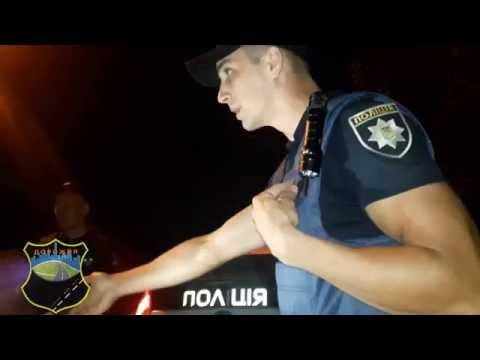 Патрульный полицейский ворует документы [Дорожня Варта]
