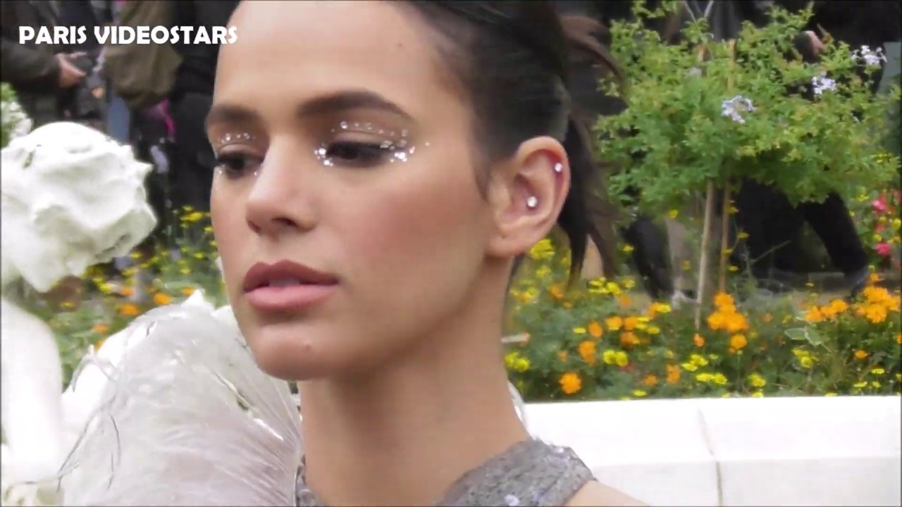 VIDEO Bruna MARQUEZINE attends Paris Fashion Week 25 september 2019 show Margiela