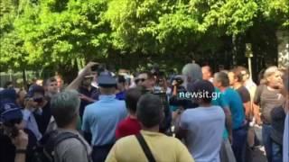 Συνθήματα διαδηλωτών στο Μαξίμου