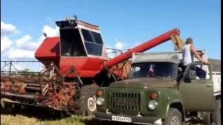 Комбайн НИВА СК-5м 1989 года на пшенице. 5 августа 2015