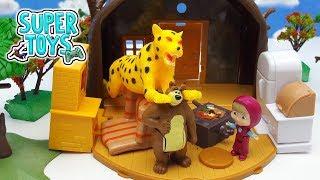MASHA E ORSO ITALIANO - Masha adotta un ghepardo e lo porta a casa! Orso è terrorizzato e scappa!