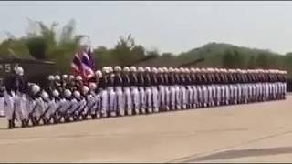 Солдаты танцует это нереально!