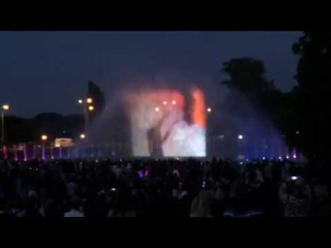 Warsaw ( warszawa ) water fountain show with music, lights & lasers