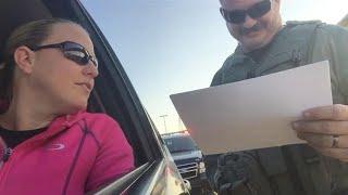 자신의 와이프를 잡은 미국경찰
